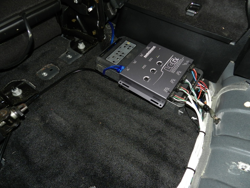 Car stereo with bluetooth and satellite radio